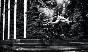 B&W  from @timmy.tm -  На смите😬 #bigwheelsbro #UBM #ukrbikemag #pridestreet #bicycle_religion #mtb #mtbpower #mtbstreet #mtb24 #ridemtb #mtblife #Kiev #Ukraine ph: @denny.duke - #psbikes