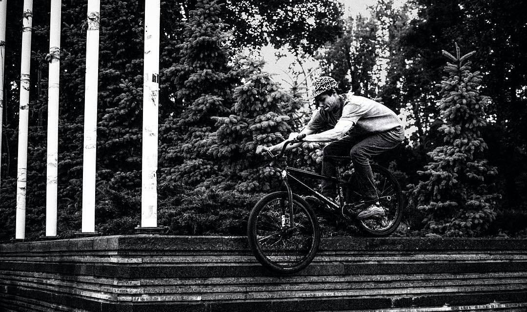 B&W  from @timmy.tm –  На смите😬 #bigwheelsbro #UBM #ukrbikemag #pridestreet #bicycle_religion #mtb #mtbpower #mtbstreet #mtb24 #ridemtb #mtblife #Kiev #Ukraine ph: @denny.duke – #psbikes