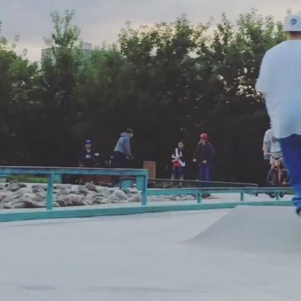 Summer jibs by Serj Matt @serj_matt – 📹 @dannydannish  #pridestreet #psbikes #psmainframe #psimpulse #psatlas #clean #style #steez #balance #control  #riders #riderschannel  #mtbstreet #mtb26 #mtbpower #mtbgrind #4pegs #street #moscow #russia #ciay #ca #vvcforce #summer #cabbar #railride #manual – #psbikes