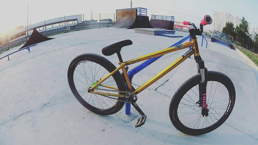 Pride Street Shred Frame 26 gold version from @andyzoomtb –  Morning sesh! ✓Pride-street < shred frame 26> @pridestreet #pridestreet – #psbikes #shredframe