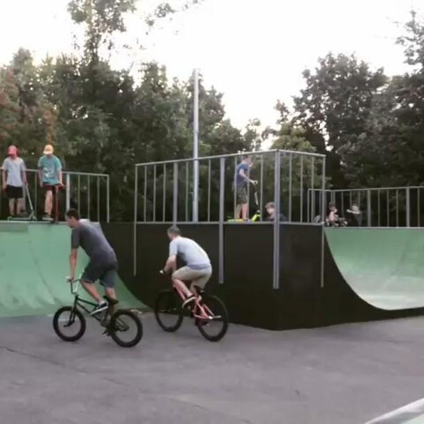 Big 🚲 time at the local park by Serj Matt @serj_matt –  Большой велосипед в маленьком парке😑 Барспины-боль..палец отваливается😓😓😓 📹 @dannydannish  #pridestreet #psbikes #psmainframe #psimpulse #psatlas #clean #style #steez #balance #control  #riders #riderschannel  #mtbstreet #mtb26 #mtbpower #mtbgrind #4pegs #street #moscow #russia #ciay #ca #vvcforce #summer #bar #barspin #manual – #mainframe