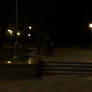 Night flashs from Timmy  @timmy.tm -  Чисто вспомнил парапет #ubm #ukrbikemag #bigwheelsbro #pridestreet #mtbukraine #mtb #mtbpower #mtbstreet #mtb24 #mtblife #ridemtb #mtb4life #Kiev #Ukraine - #psbikes