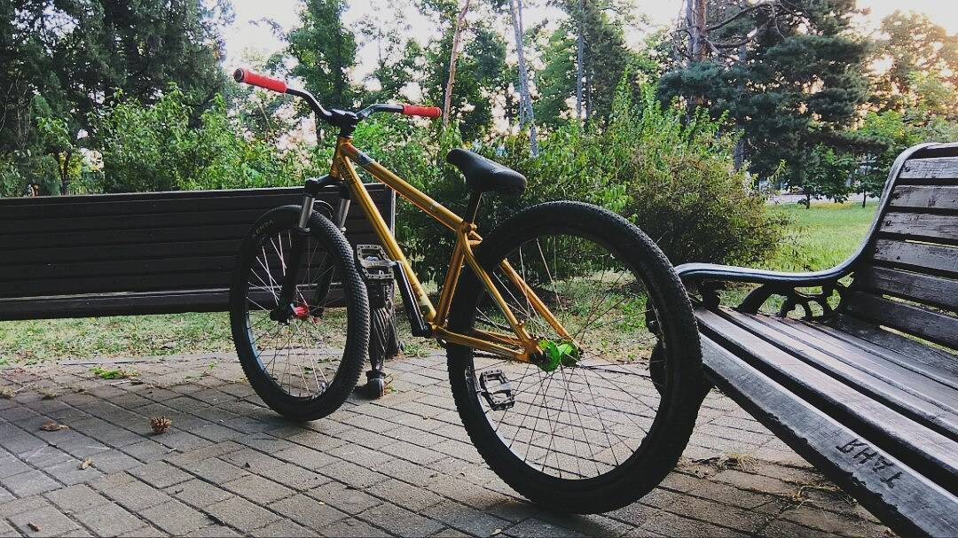 Another look on 🚲 Pride Street Shred Frame 26″ gold from Andy @andyzoomtb #pridestreet #psbikes #shredframe