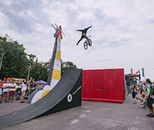Alexandr Belevskiy @alxndr_belevskiy making the history at Moscow city games 2017 - 📷 @alexbivol #xsa #moscowcitygames #pridestreet - #psbikes #shredframepro