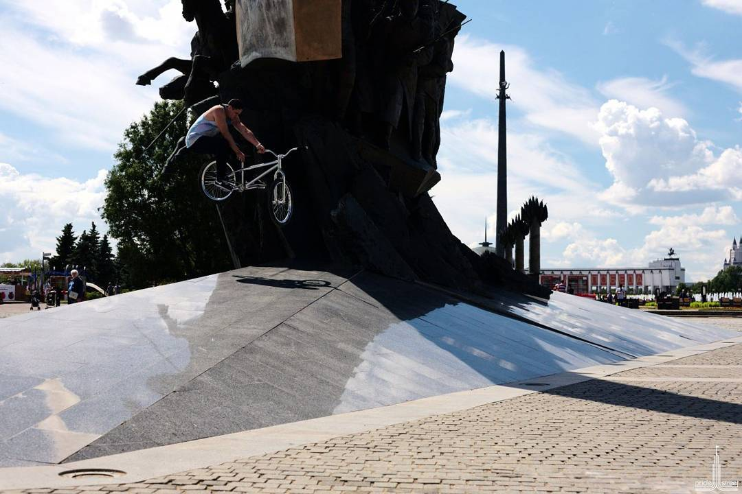 Rider Dmitry Zimbal shredding local Moscow spot On his chrome edition Pride Street Main Frame Pro version 24″ PS Street Meat fork  PS Profit bar L 106 mm  PS Stamina cranks  Photo 📷 by Chipp
