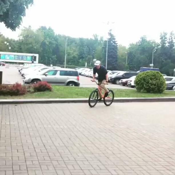 Cheers Serj Matt for his style from @serj_matt –  Когда не катаешься и нечего выкладывать☹️ #pridestreet #psbikes #psmainframe #psimpulse #psatlas #clean #style #steez #balance #control  #riders #riderschannel  #mtbstreet #mtb26 #mtbpower #mtbgrind #4pegs #street #moscow #russia #ciay #ca #vvcforce #autumn #fake #bar #barspin #creative