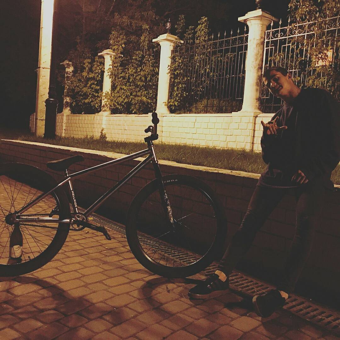 Night moves from @masim_milovanov  #pridestreet #psbikes #streetstyle #mainframe