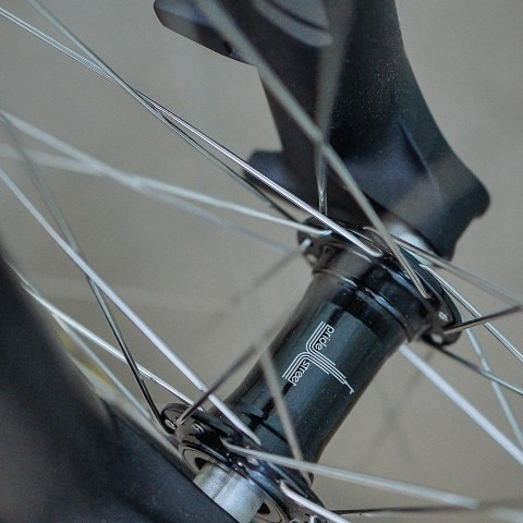 Pride Street Mono Hub 20mm now all go with 15mm adapters for you. YO! Choose yourself, be free in choice for the fork. #pridestreet #psbikes #monohubs