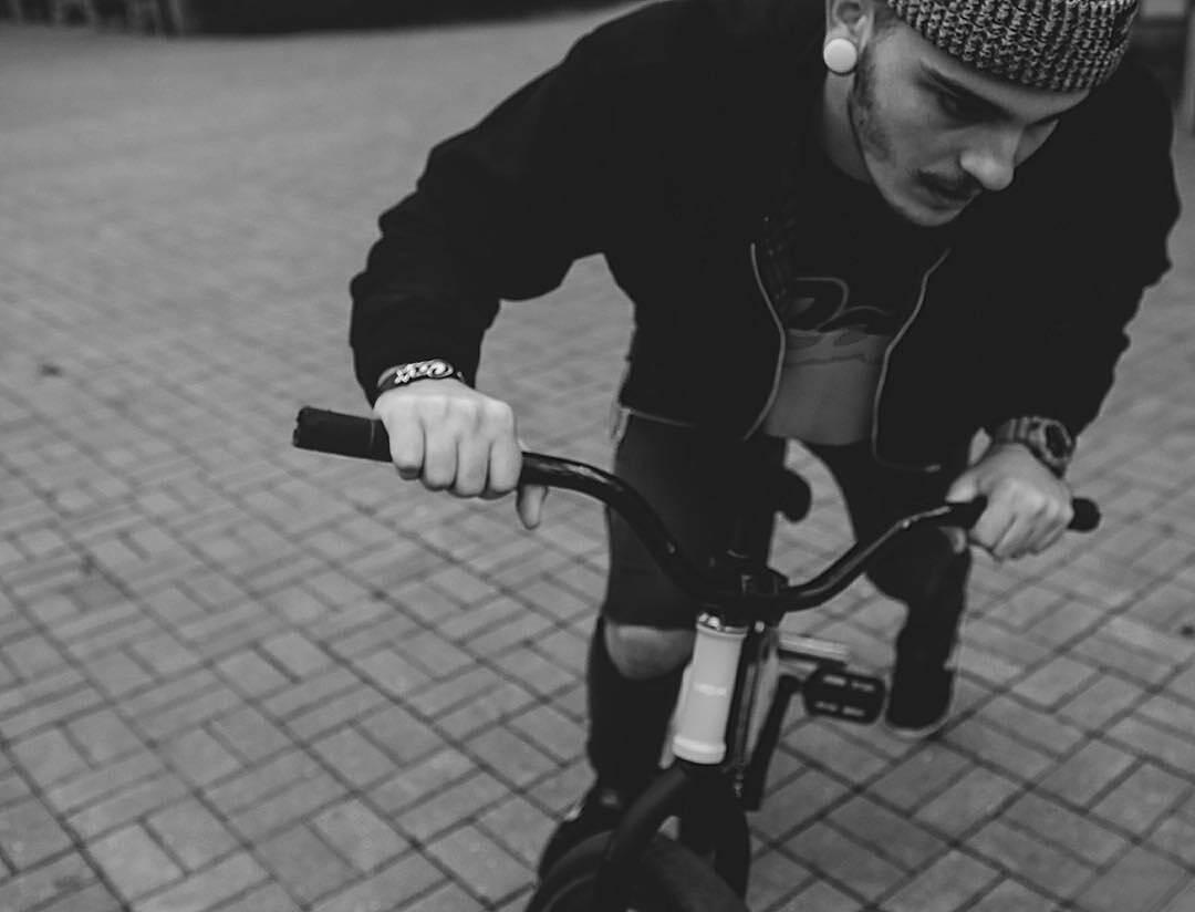 Lifestyle clip from Serj Matt @serj_matt –  Концентрация😐 📷 @kiselevision  #pridestreet #psbikes #psmainframe #ciay #ca #cashop #blackandwhite #autumn #mtb #vvcforce #mtbstreet #mtbpower #tricks #style #steez #bikestagram #canon6d #canon #niceshot
