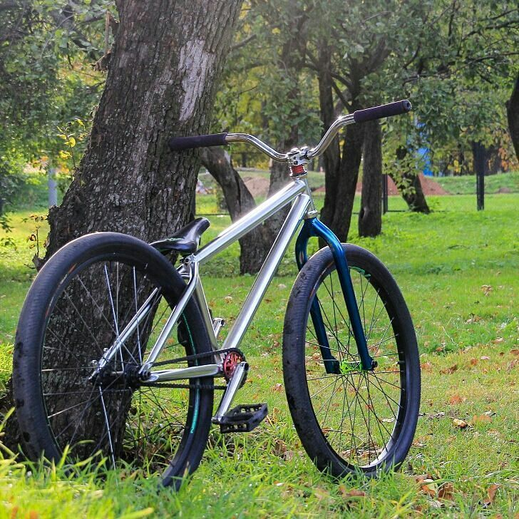 Special for #pridestreet 📷@df_lost Bike-check:  Frame — PS Shred frame PRO 26″ Bar — PS Profit Bar 89 v.2 Grips — Eclat Fork — PS Street meat v.4 Headset — Eclat Seat — Octane one combo  Fornt:  Rim — NS fundamental Hub — NS Rotary Spokes — no name Tyres — KHE MAC 2 PARK  Rear: Rim — NS fundamental Hub — Dartmoor revolt pro Spokes — no name Tyres — KHE MAC 2 PARK  Gear:  BB — no name Cranks — Pride Street 19 chrome  Pedals — Shadow  Chain — Shadow Interlock v2 Sprocket — Dartmoor trance 23t #pridestreet #psbikes #mainframe