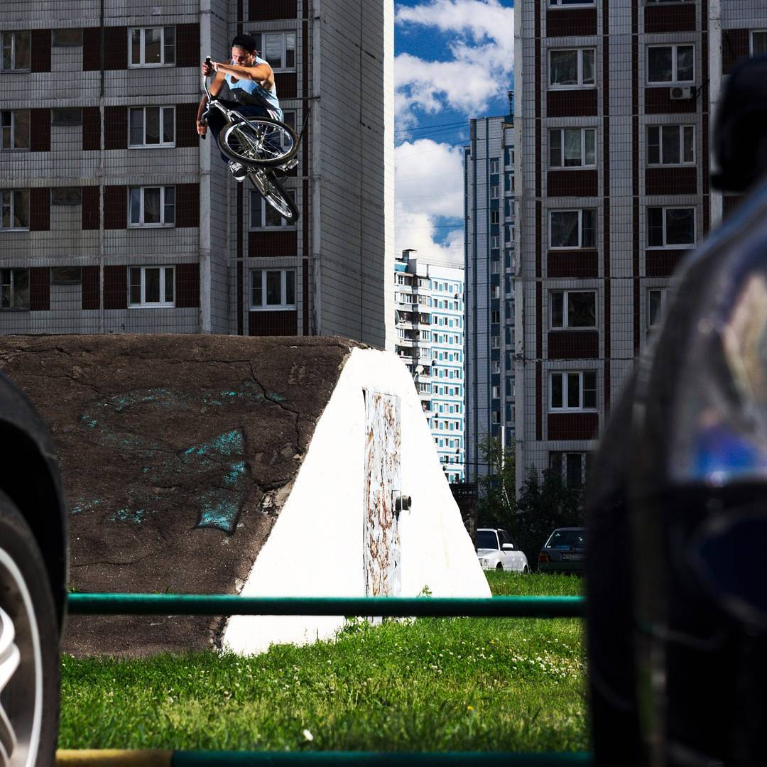 Freshes from Dmitry Zimbal,  shredding on his chrome setup Pride Street Main Frame Pro version 24″ Photo 📷 by Chipp  #pridestreet #psbikes #mainframepro