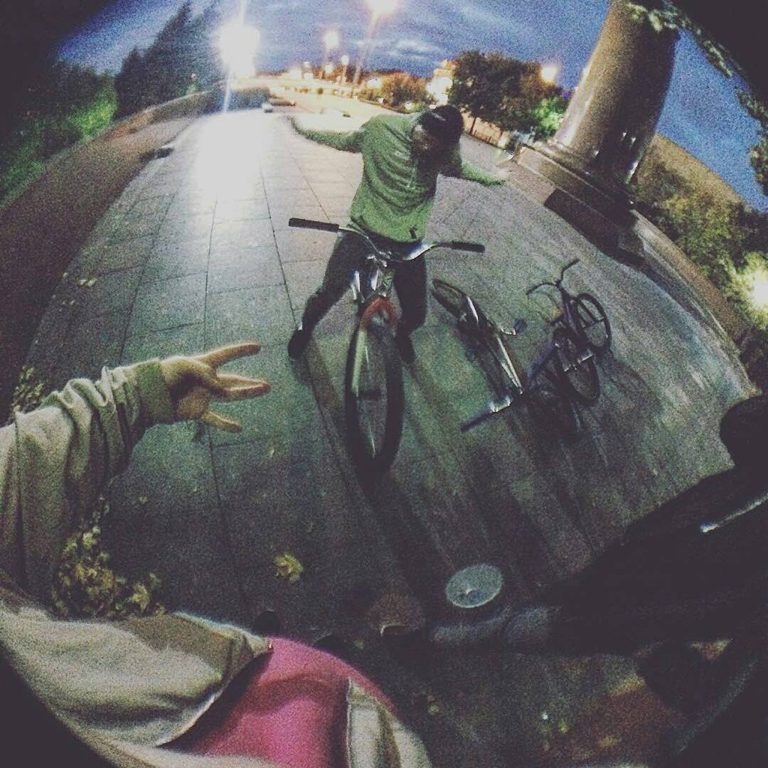 Yo riding with friend yo from @serj_matt –  Осенние покатушки😌 #pridestreet #mtb #mtb26 #mtb24 #moscow #russia #russians #street #mtbstreet #mtbpower #style #crazy #evening #spot #crew #team #steez #vvc #vvcforce #mood – #psbikes