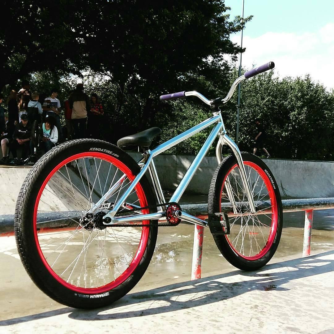 Summer flash from @kononovadim  and his shiny ☀☀ Pride Street Shred Frame ☀ ☀ –  С @suder_pig сушим вёсла) #kolomenskoe #pridestreet #psbikes #mtbpower #mtb #besttime #sinaykoonelove – #shredframe
