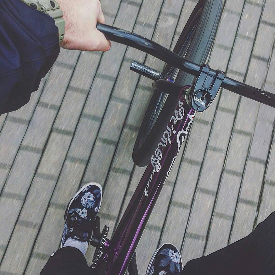 Keep move your bike to a new adventures yo! Fresh look by Serj Matt @serj_matt – ❄️❄️❄️ #pridestreet #psbikes #psmainframepro #moscow #russia #bikestagram #vvc #vvcforce #ca #cashop #ciay #mtb #mtbstreet #mtbpower #street #style #steez #vans #gshock #autumn #cold #purple #trip – #mainframepro