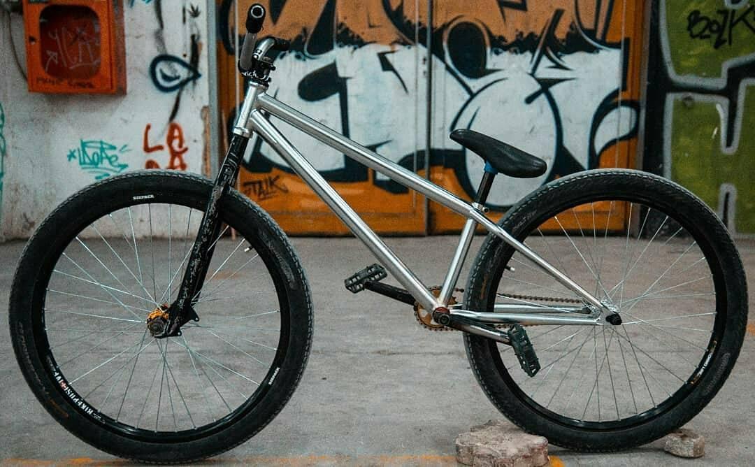 Sweet Pride Street Main Frame Pro version by Andrei @doman.andrei – STREET BEAST 💣 📷 : @marco.ghica #mtbstreet #mtbpower #mtblife #mainframe #pridestreet #dartmoor #rant #shadow #new #bike – #psbikes #mainframepro