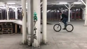 Little combo on a new Pride Street Mainframe Pro version by Andrei @doman.andrei -  My new bike is finally done and it's feel so sick 🔥 Big shout out to @pridestreet and @bikedistrict for all the help to get this new set up. 🎥 : @miron_daniel_  #360 #180 #180bar #barspin #crankflip #mtbstreet #mtbpark #mtblife #mtbpower #newbike #pridestreet #mainframe #psbikes