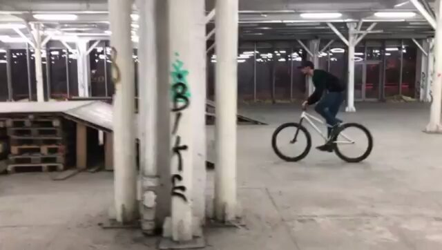 Little combo on a new Pride Street Mainframe Pro version by Andrei @doman.andrei –  My new bike is finally done and it's feel so sick 🔥 Big shout out to @pridestreet and @bikedistrict for all the help to get this new set up. 🎥 : @miron_daniel_  #360 #180 #180bar #barspin #crankflip #mtbstreet #mtbpark #mtblife #mtbpower #newbike #pridestreet #mainframe #psbikes